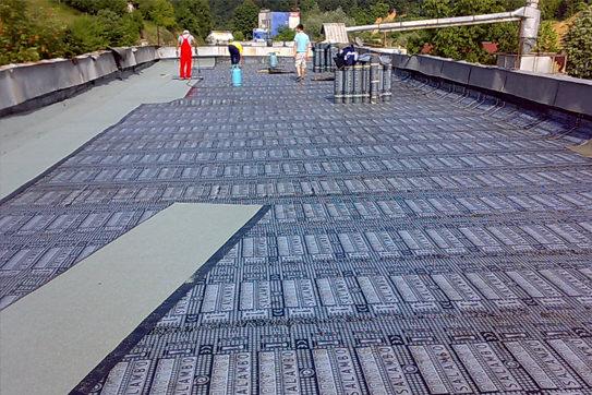 Membranas impermeabilizantes bituminosas modificadas y productos para carreteras